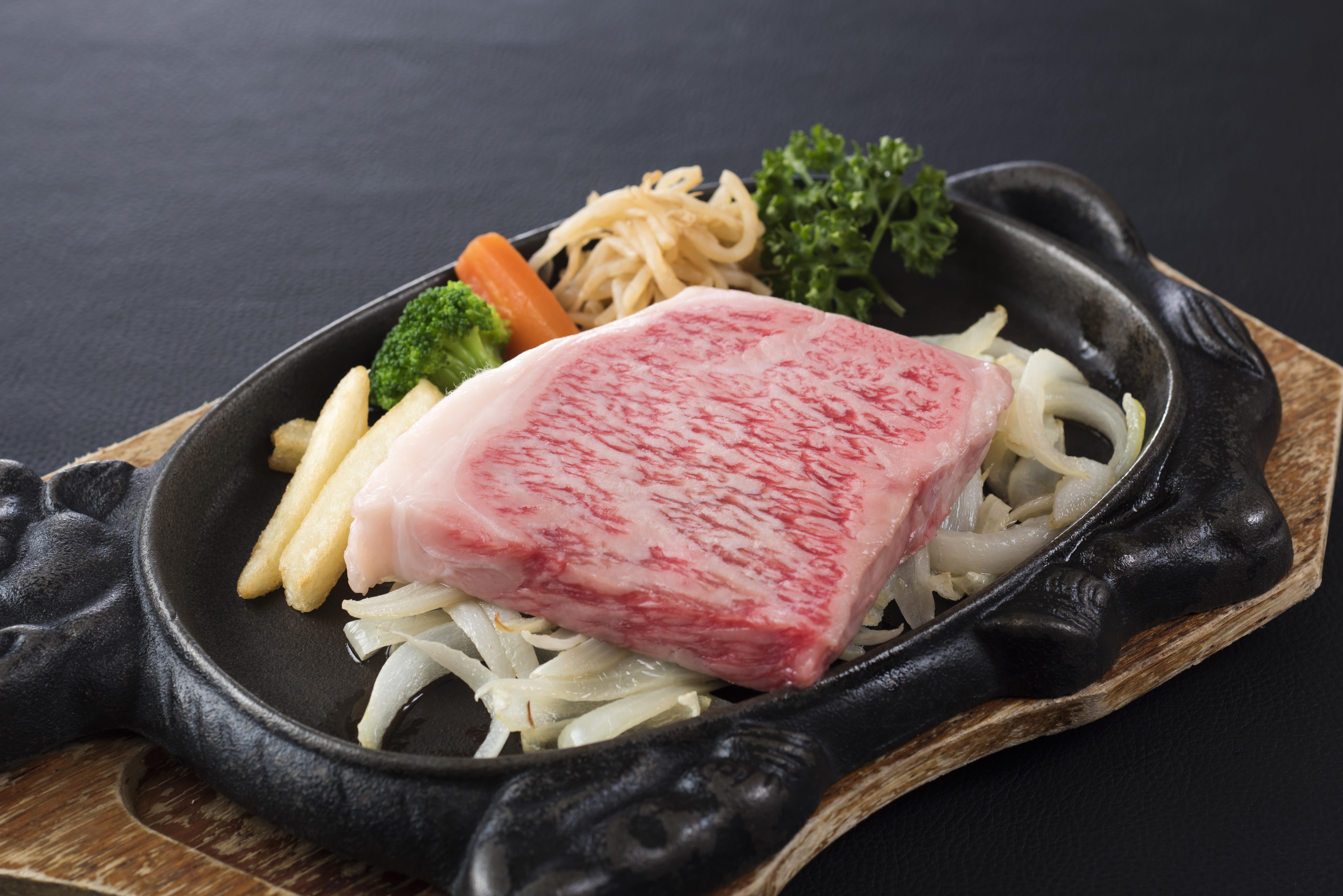 高千穂牛サーロインステーキ 200g 4,000円(税込4,400円)